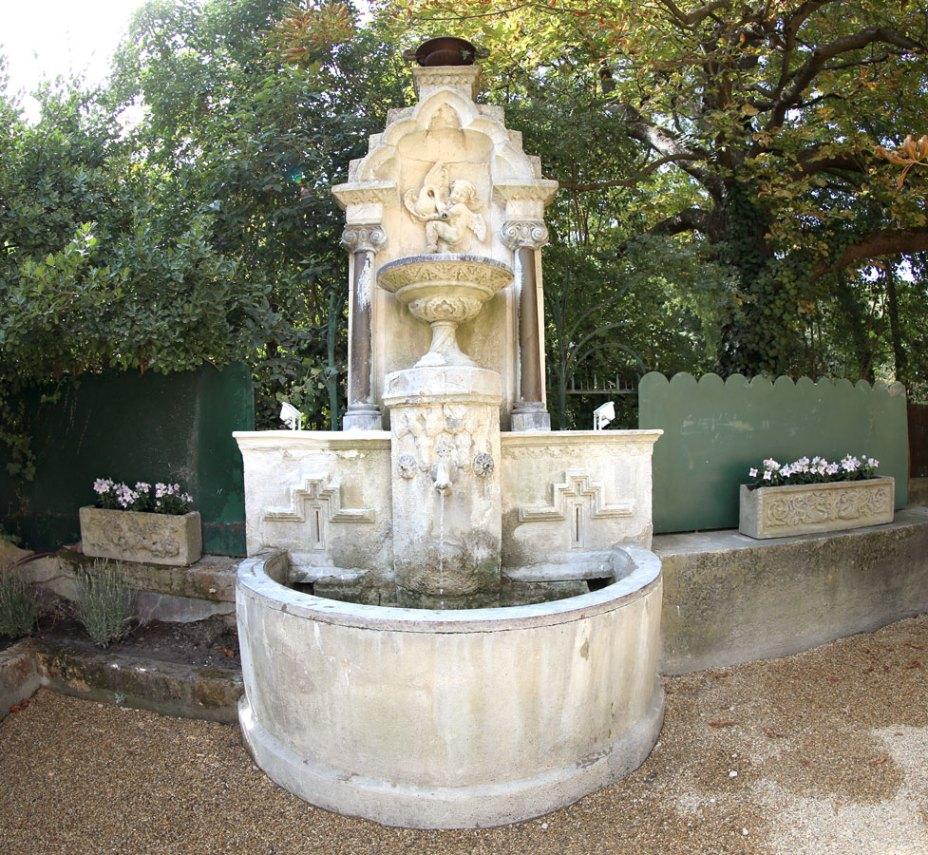 Fontaine Abbaye du Grand Gigognan